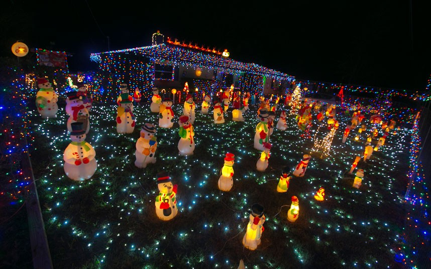 Best Christmas Attraction And Best Christmas Light Display In - The 6 craziest christmas displays around the world